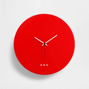 orologio da parete rosso in plexiglas