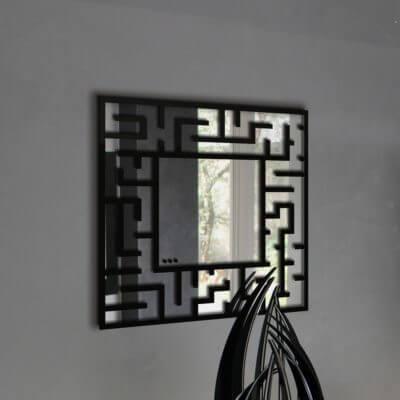 Specchio da parete in plexiglas nero