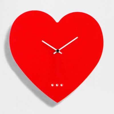 orologio-grande-da parete a forma di cuore rosso